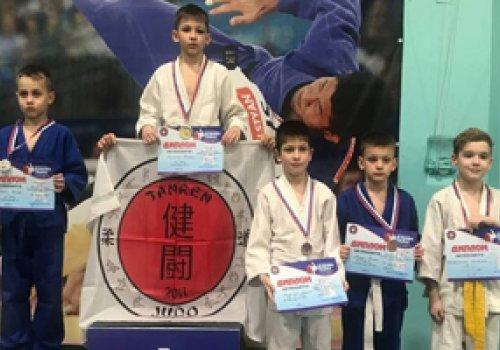 Пятнадцать комплектов медалей завоевали дзюдоисты ДНР на Открытом первенстве по дзюдо в городе Таганрог