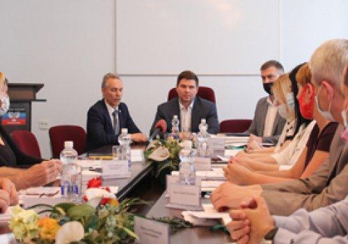 Состоялось заседание аккредитационной комиссии по наделению Федерации дзюдо ДНР и Федерации самбо ДНР статусом Республиканских